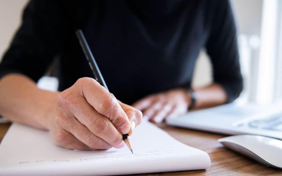 Handschriftlich werden die ersten Ideen festgehalten.