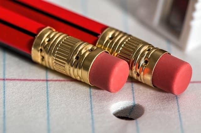Lektorat und Korrektorat mit Bleistift und Radiergummi